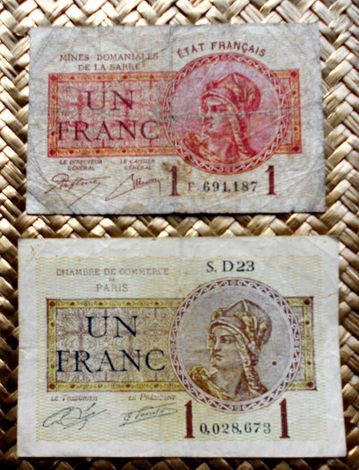Francia 1 franco 1920 Chambre de Comerce de Paris vs. 1 franco 1919 Mines Domaniales de la Sarre anversos