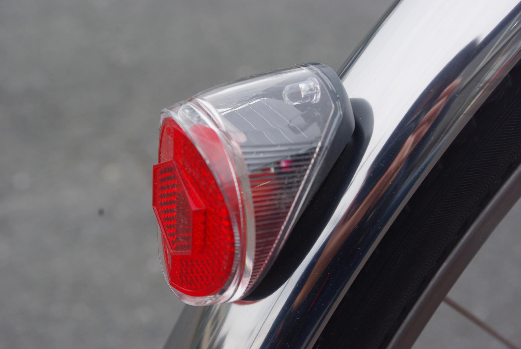 暗くなったら勝手に点滅‼ソーラー充電式'オートテールライト'