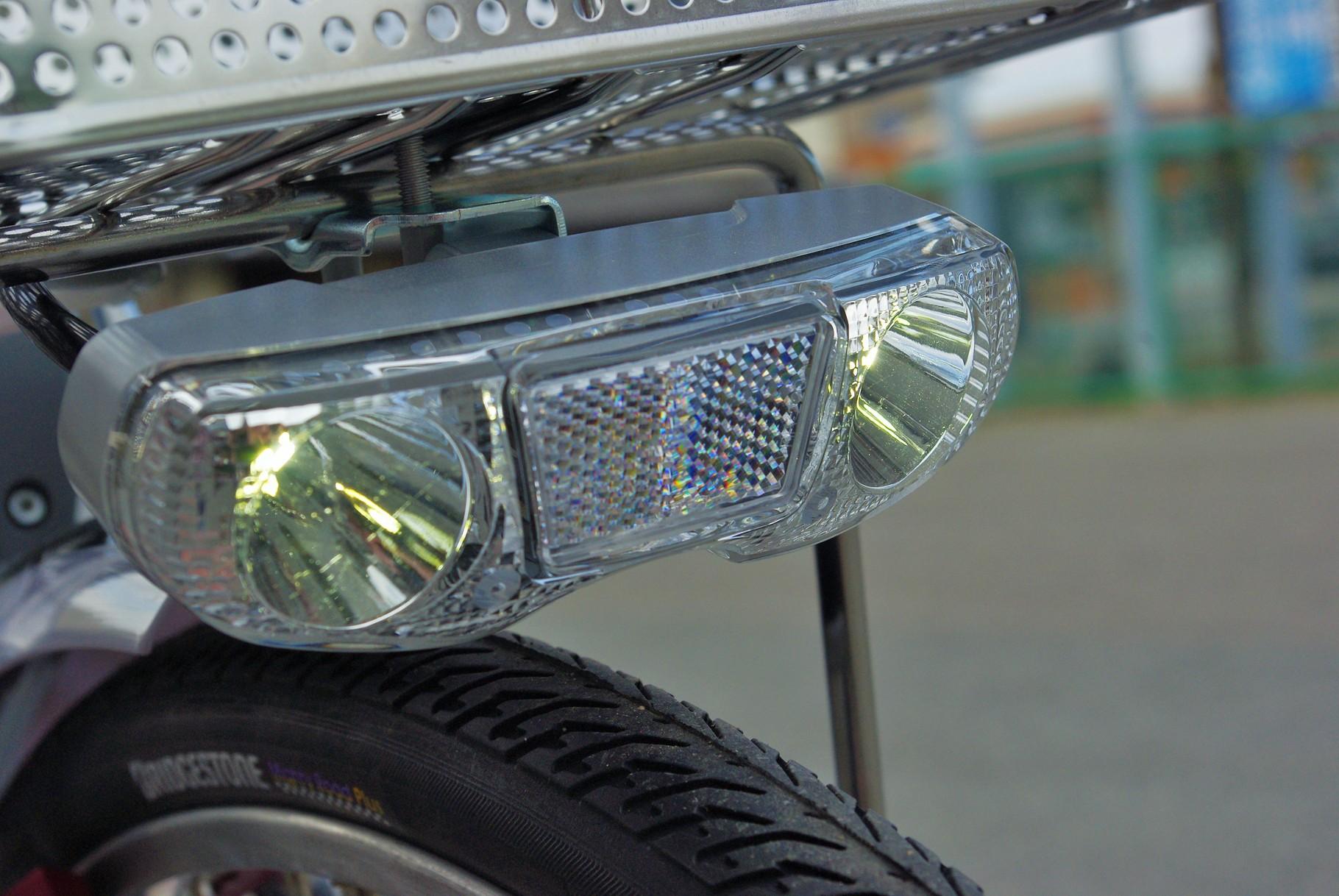 1W のLEDライトを2つ搭載。同社の製品中最高の明るさです。