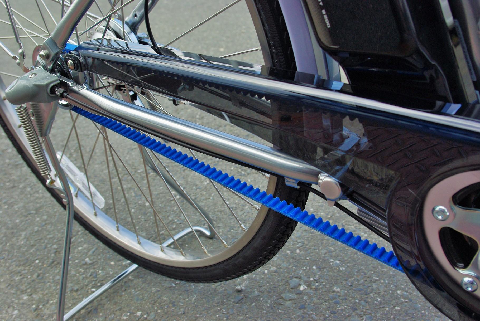 高剛性のベルトが後輪に力をダイレクトに伝える『カーボンソリッドドライブ』システム。