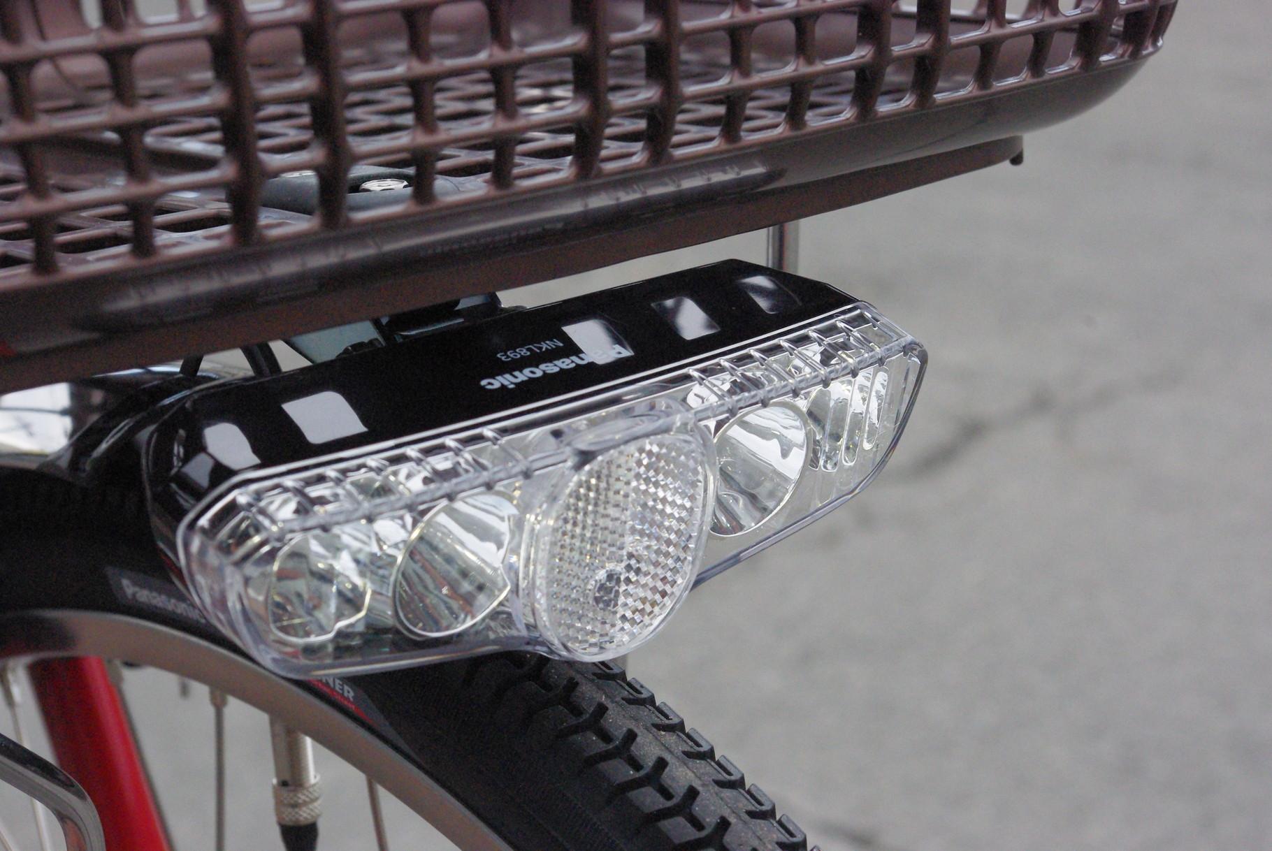ワイド4LEDビームランプ。 暗くなると起動時に自動で点灯します。