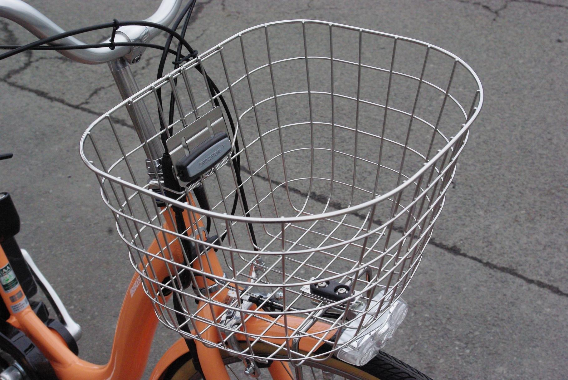 ステンレス製バスケット。サビに強く、丈夫です。