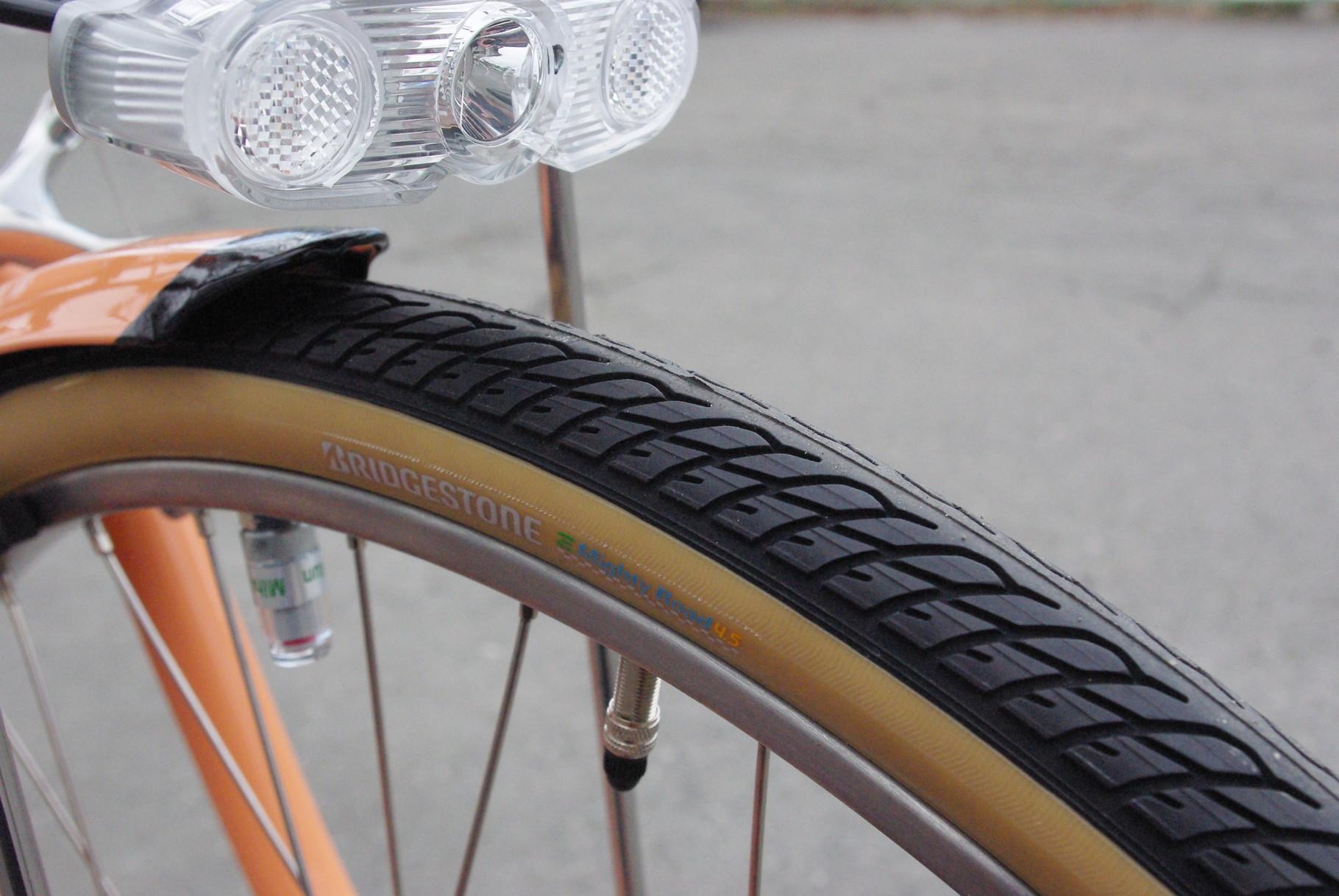 電動専用タイヤ『Eマイティロード』を装備。通常より少し太めの1-1/2規格で安定感あります。