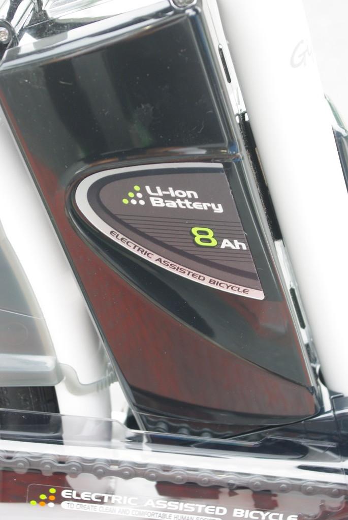 長寿命かつ馬力に定評のある8Ahバッテリー。