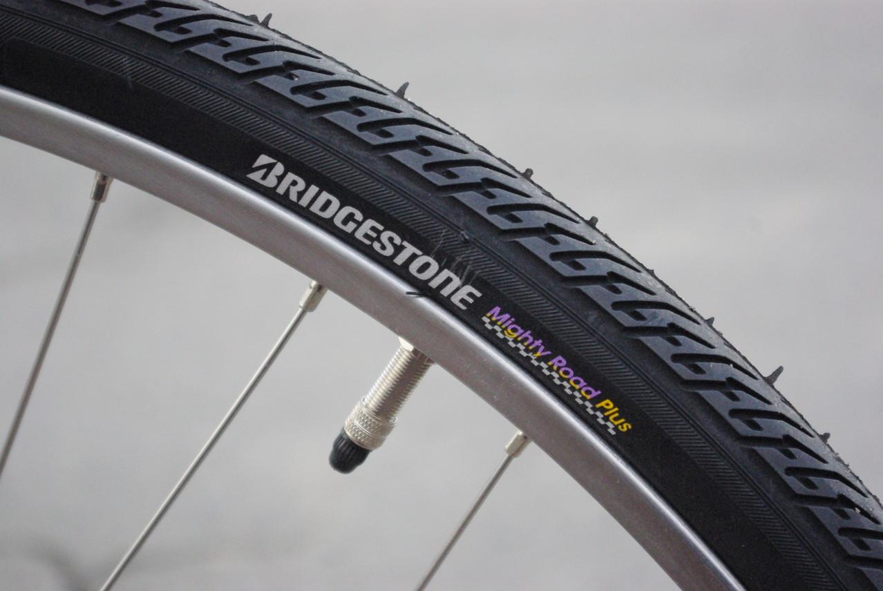 ウルトラスーパーチューブ&マイティロードタイヤ(前)&ロングライフプラスタイヤ(後・BS最高級)装備!!タイヤはブリヂストンですよ!