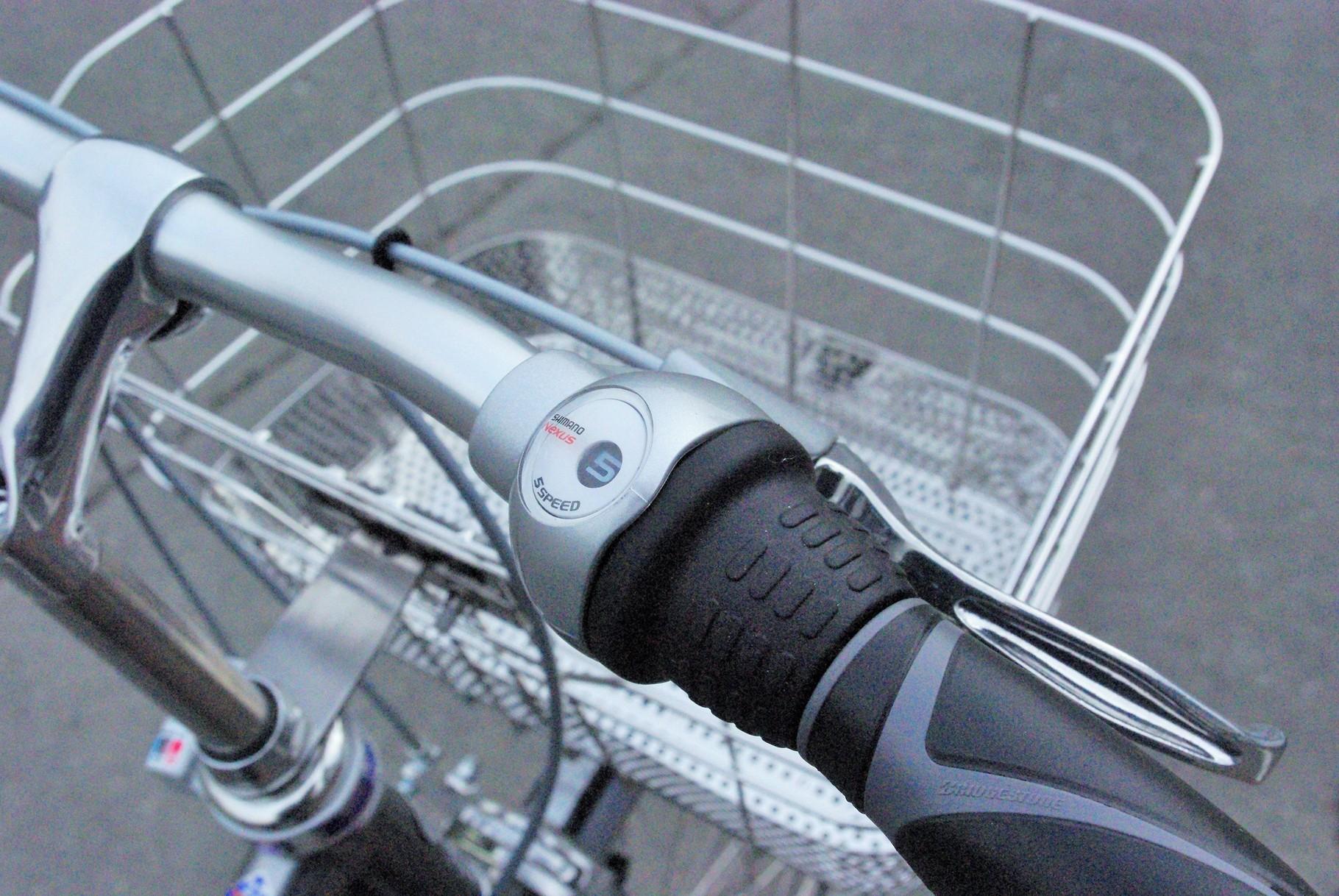 シマノ製内装5段変速。より最適なギア比で走れて、雨や汚れに強く、長期間メンテナンスフリーに近い安心システムです。