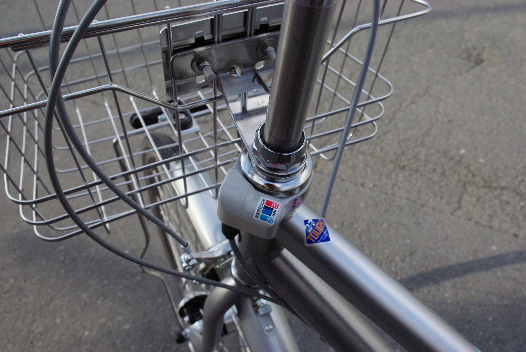 ハンドルも同時施錠!一発二錠搭載で、3年間の盗難補償が付きます!