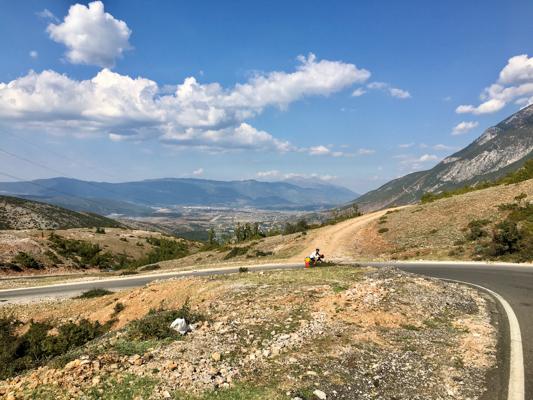 In Albanien sind wir wahrscheinlich keine einzige ebene Straße gefahren ;)