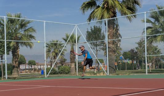 Ibrahim hat uns zum Tennis ausgeführt. Unser Körper freut sich über die Abwechslung!