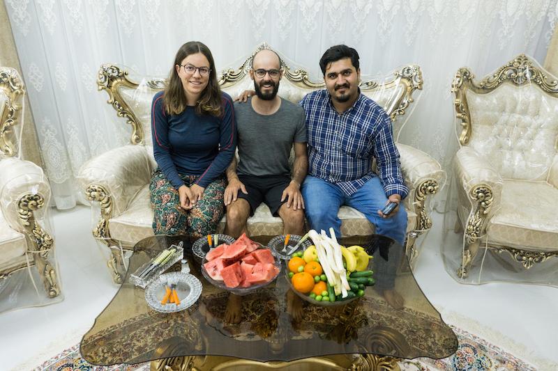 Bevor wir uns auf den Weg machen, gibt es noch eine kleine Stärkung in Hosseini Wohnzimmer.