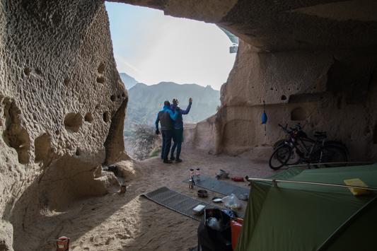 Ein Ballon ist sogar direkt an der Höhle vorbeigefahren.