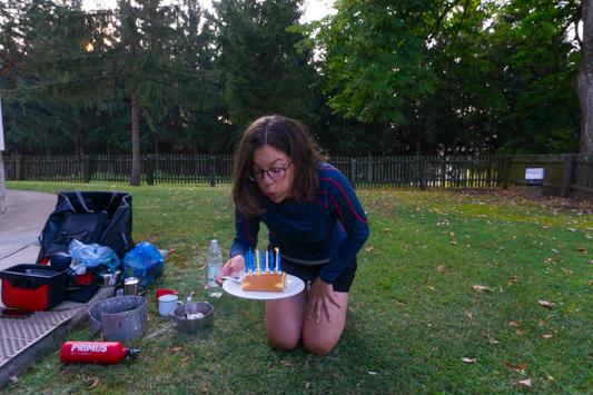 28 Jahre! Reini verwöhnt mich den ganzen Tag nach Strich und Faden - Frühstückstorte, Airbnb, schickes Abendessen mit Schokosoufflé zur Nachspeise. Wieso hat man nur einmal im Jahr Geburtstag?