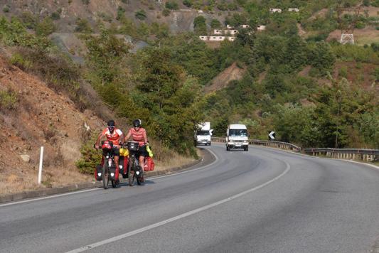 Die albanischen Autofahrer sind größtenteils harmlos.