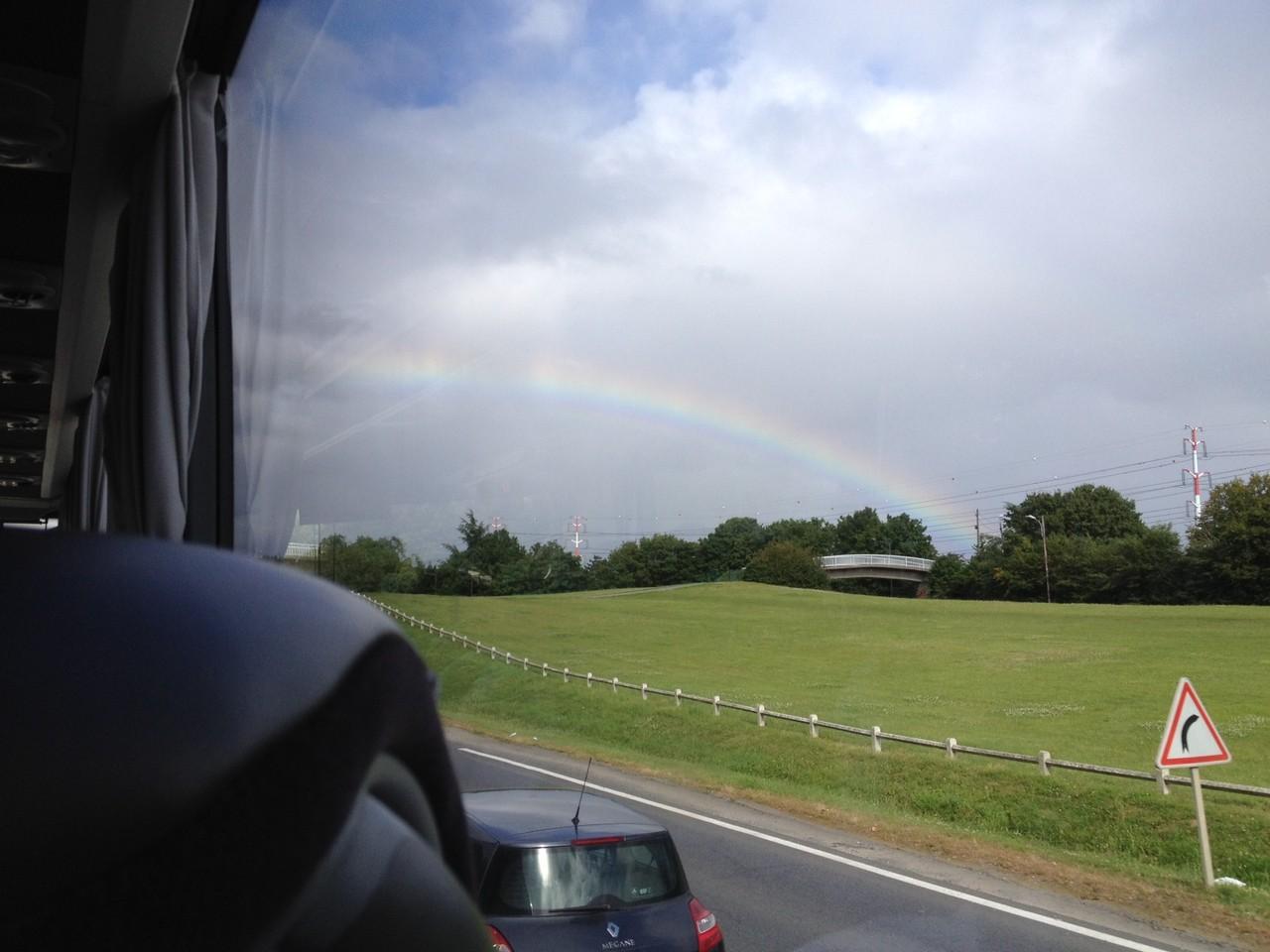 バスで練習へ・・・ 虹!虹!虹!! ♡