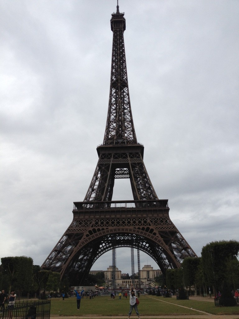 エッフェル塔に着くと止みました