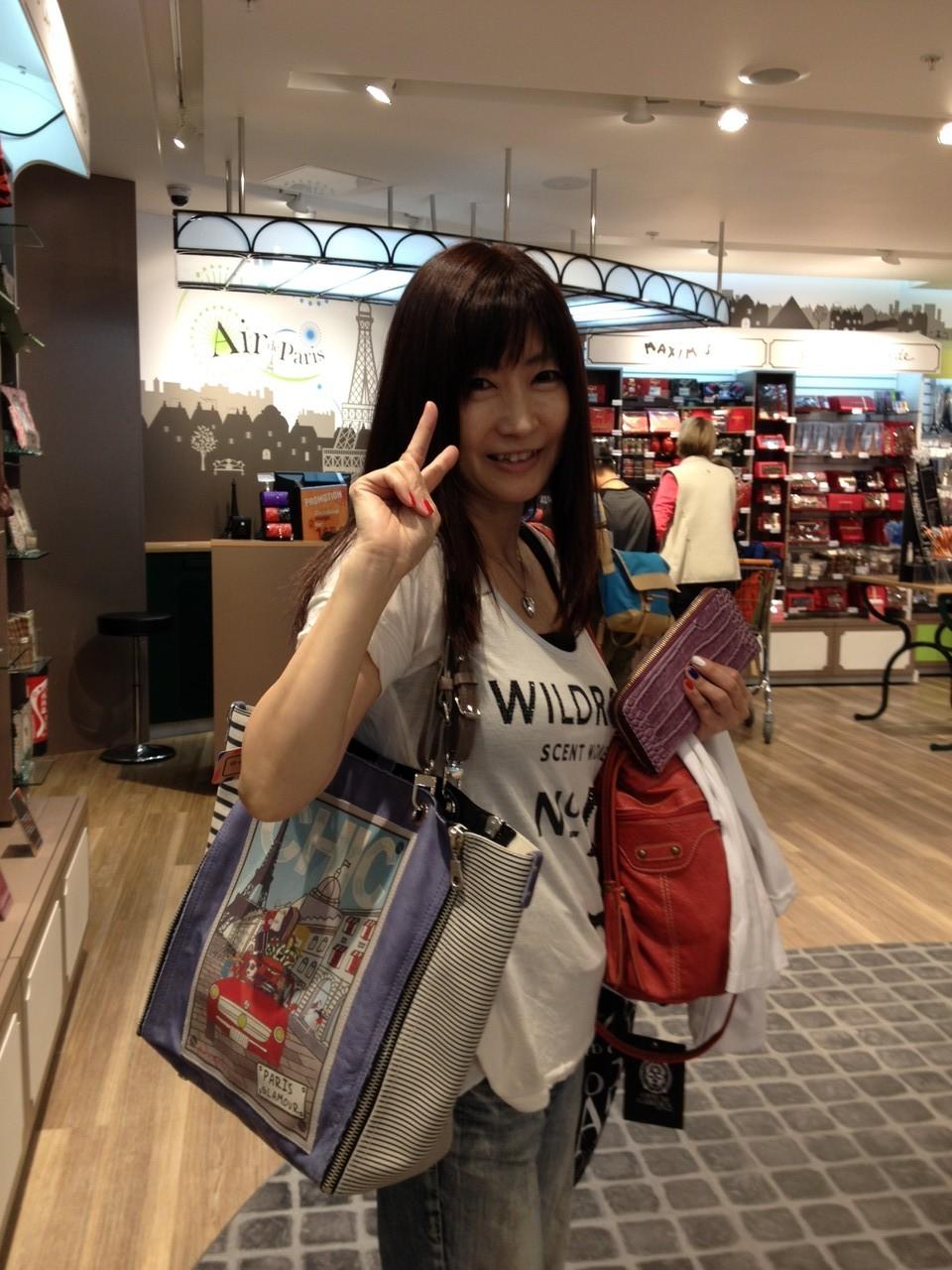 空港で発見!梅田のハービスで売ってたバック!日本の半額だから買っちゃえ