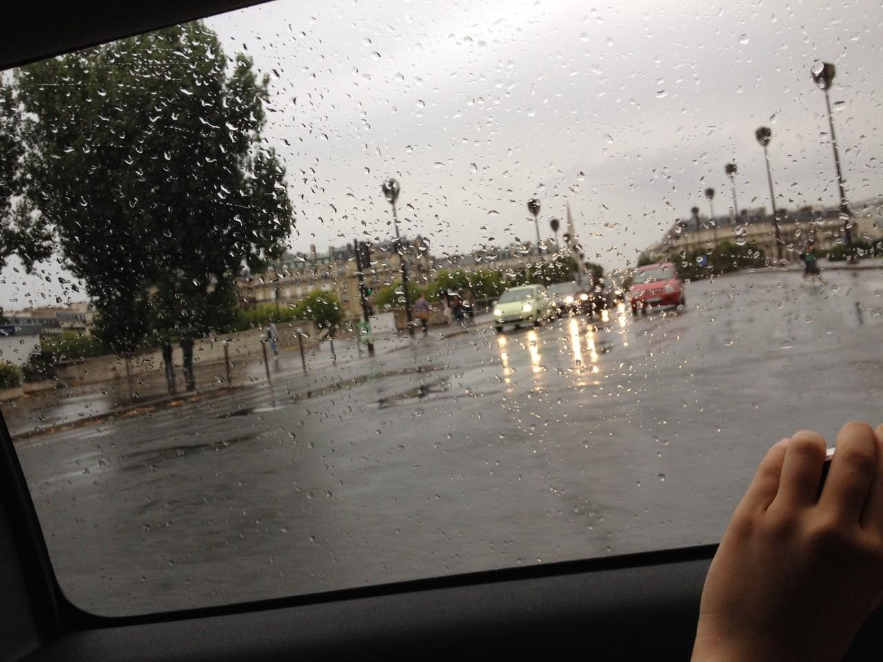 フランスに着くと雨でした