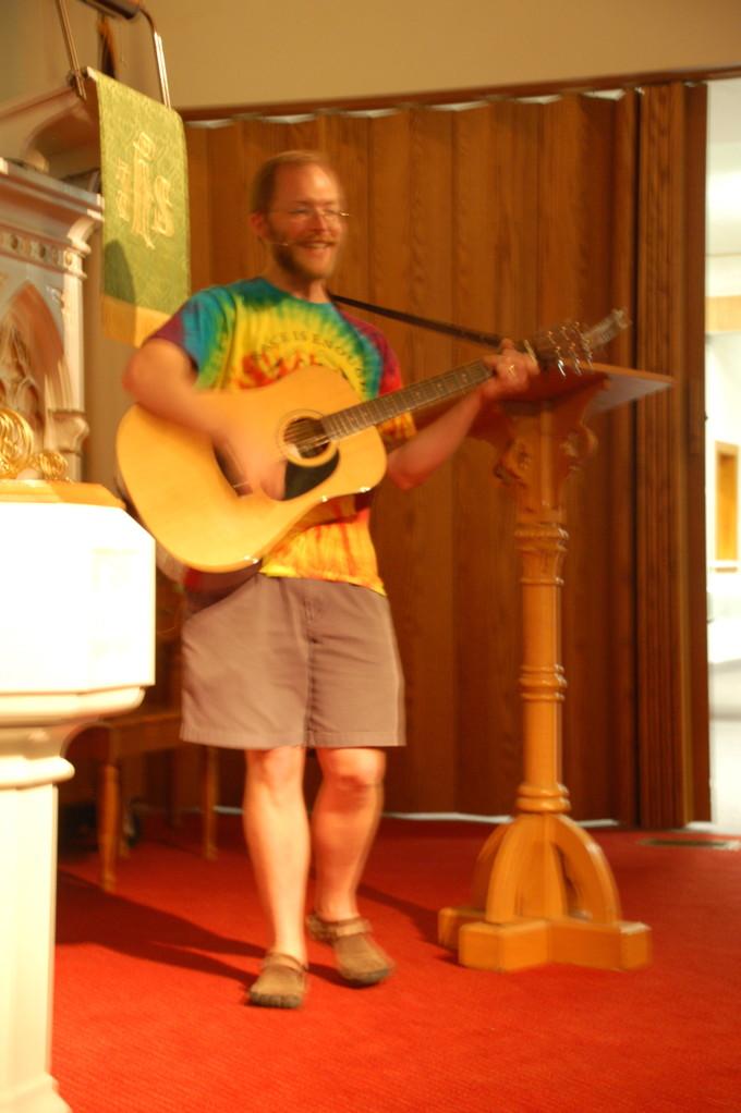 Pastor Broers leading songs.