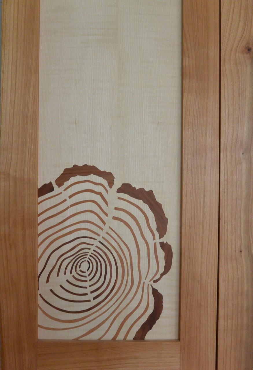 Intarsien aus verschiedenen Holzfurnieren