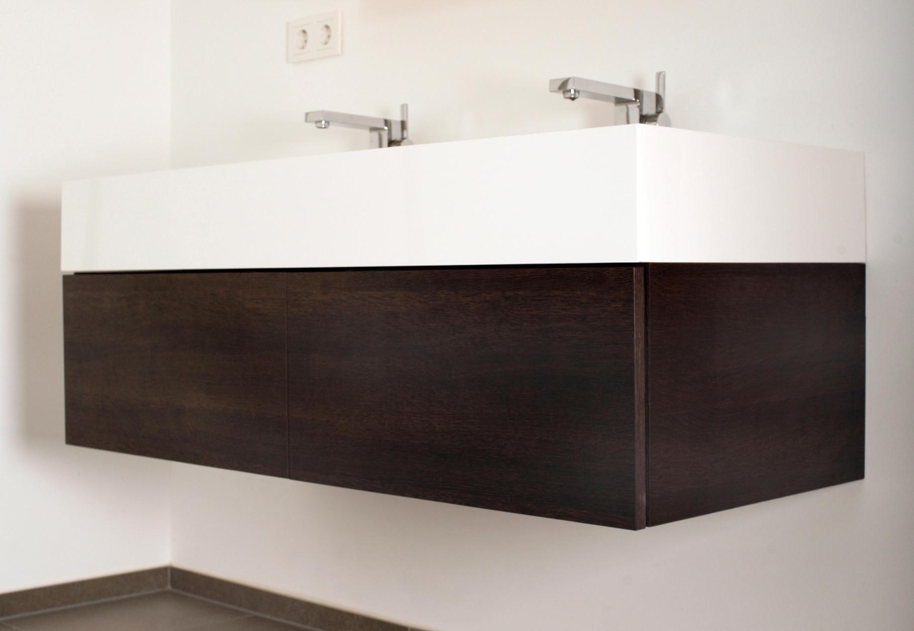 Waschtischunterschrank in Holzdekor