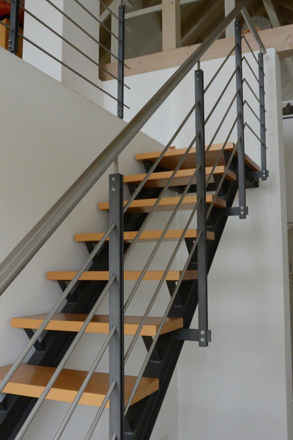 vorhandene, offene Treppe mit Buche Trittstufen