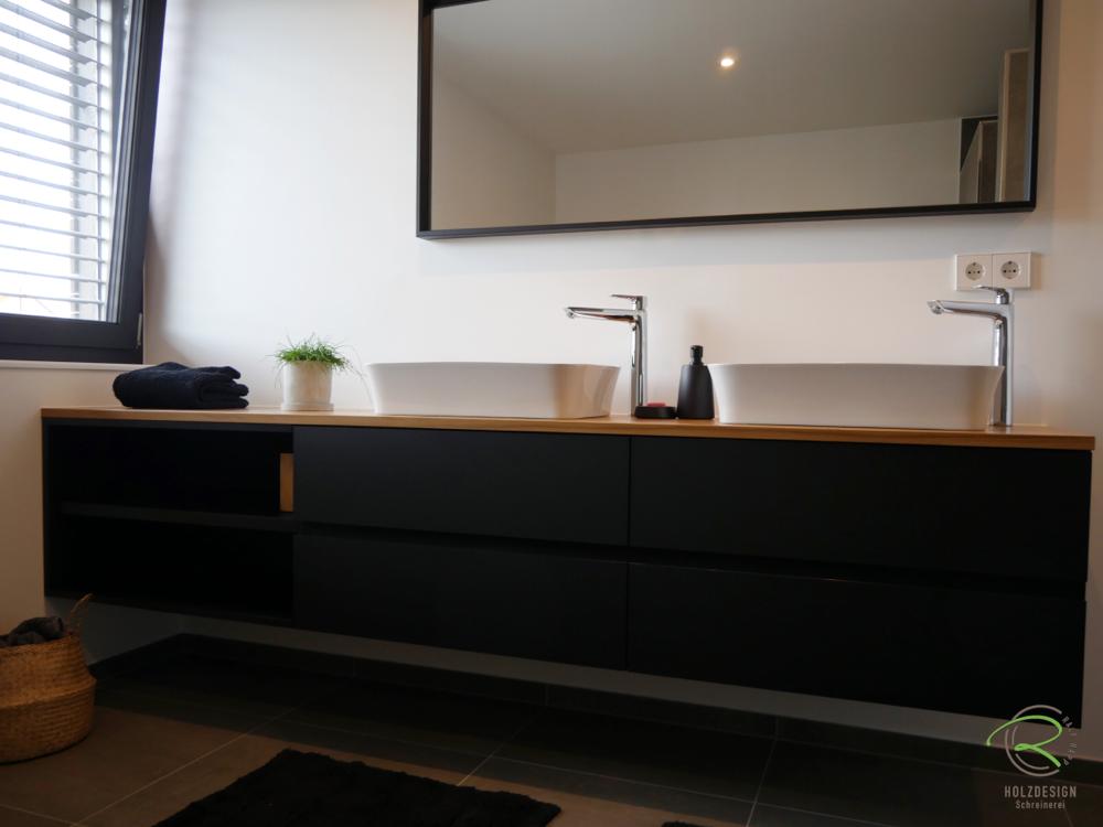 wandhängender Waschbeckenunterschrank mit integrierter Griffleiste in matt schwarz mit antifingerprint Beschichtung u. Eiche Massivholz Waschtischplatte mit Aufsatzbecken