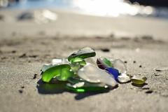 verre poli ou seaglass sur une plage
