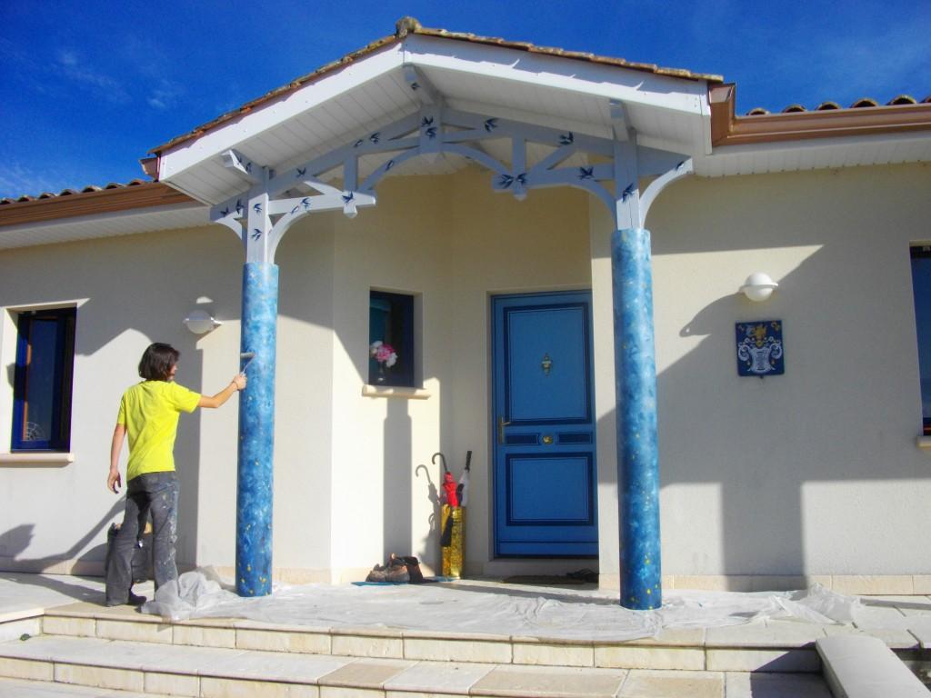 Entrée de maison colonnes, porte et boiseries