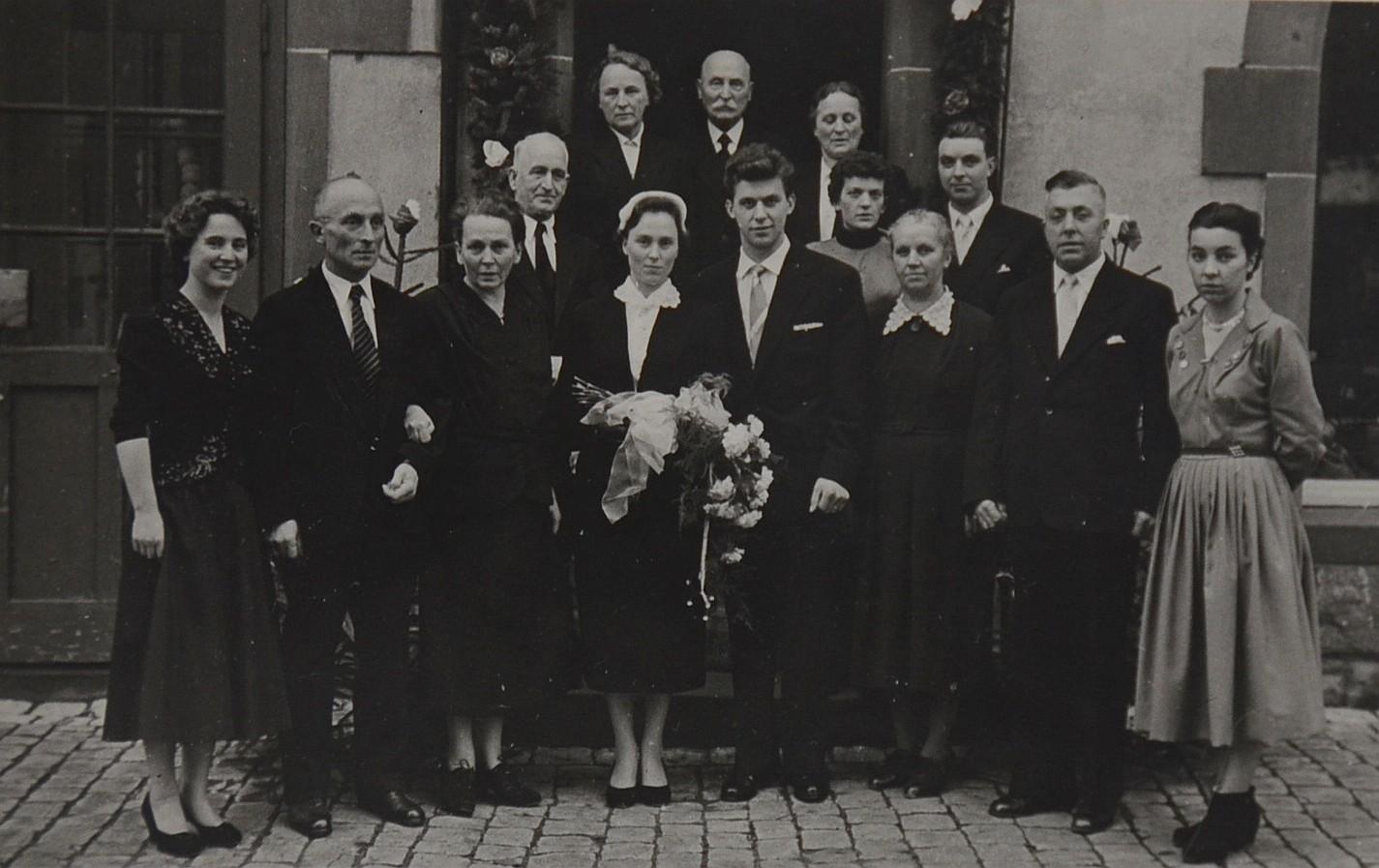 Drei Raumausstatter-Generationen bei der Hochzeit von Hermann und Christiane Welte.