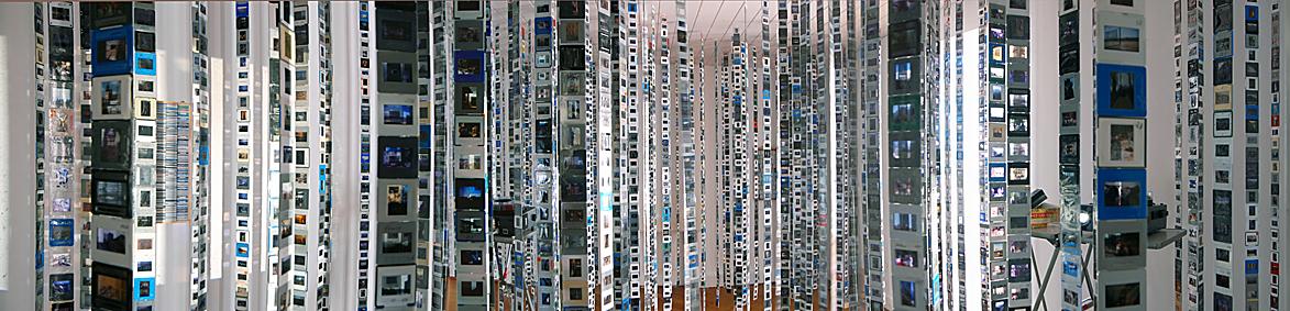 von N.N. bis zum Gipfelkreuz - 11 -  Installation aus 12000 Dias auf ca.16 qm - Tesafilm, Diarahmen, Kodak-Diaprojektoren