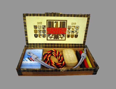 Einheitskiste - 99 - Holz, Kunststoff, Seife, Wachskreide, Papier, Textil - 25 x 25 x 3,5