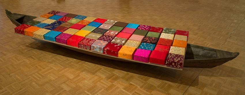 Global Voyager - 12 - Holz, Pappe, Textil - 35 x 450 x 150