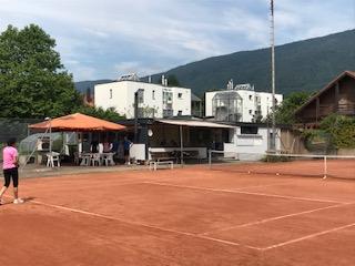 Clubhaus u. Freisitz