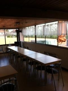 Clubhaus mit Sicht auf den Freisitz