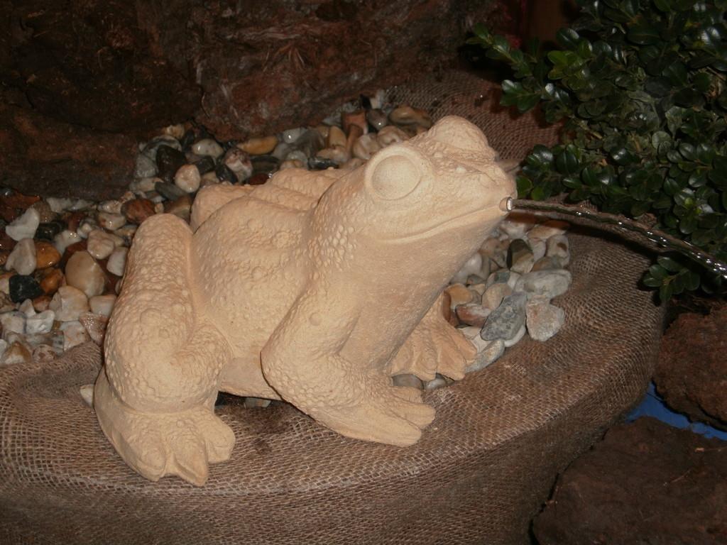 Wasserspeier Frosch 22/33 cm 8,700 kg Art.-Nr. 413s/a
