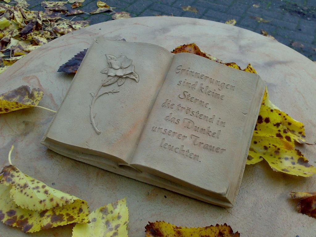 """Buch groß """"Erinnerungen sind kleine Sterne ..."""" 19/28 cm 3,100 kg Art.-Nr. 605s/a"""