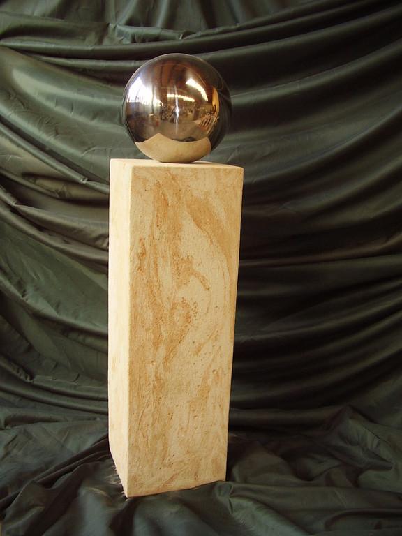 Stele (100 cm) mit Edelstahlkugel (Dm 20 cm) 120/20/20 cm  Art.-Nr. 561s