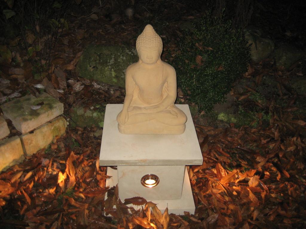 Quader (35x35x35 cm) mit 3 Strahlern (für den Innenbereich) ohne Buddha Art.-Nr. 802s