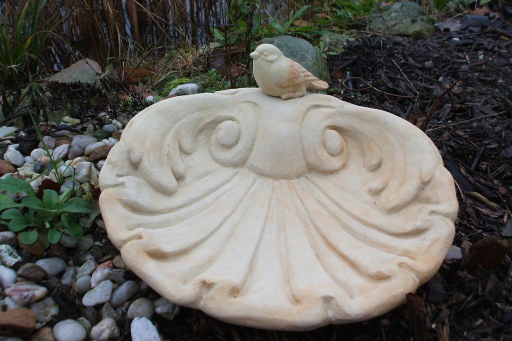 Vogeltränke Muschelform mit Vogel 28 cm 5,500 kg Art.-Nr. 512s