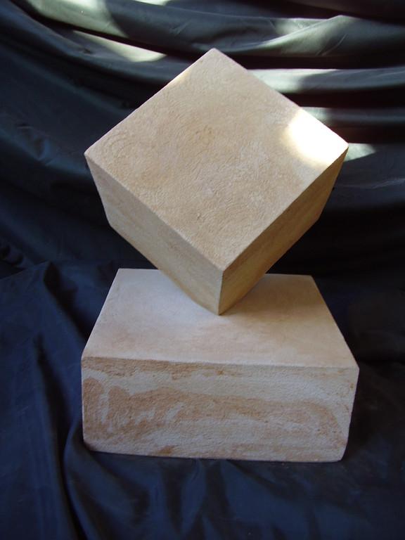 Quader (30x30 cm) auf Sockel (50x50x10 cm) Art.-Nr. 560s