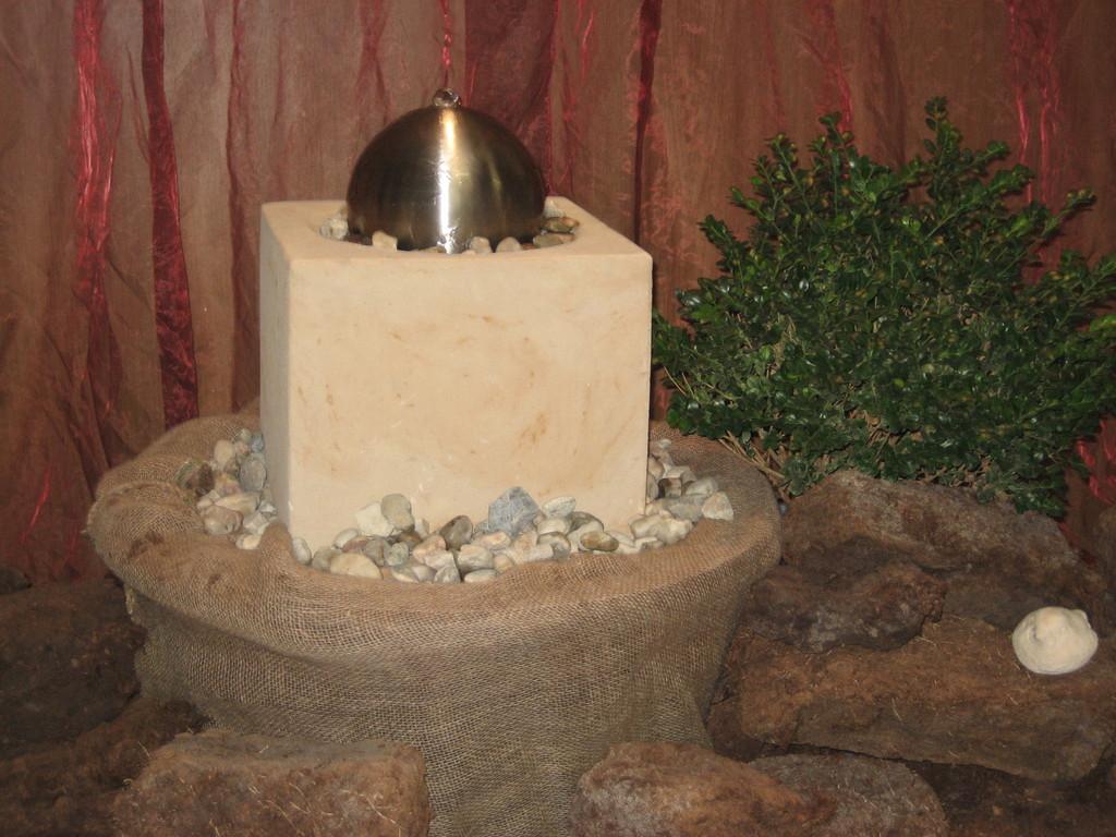 Wasserspiel Quader mit Sprudelkugel (Dm 20 cm) 30/30 cm  Art.-Nr. 414s