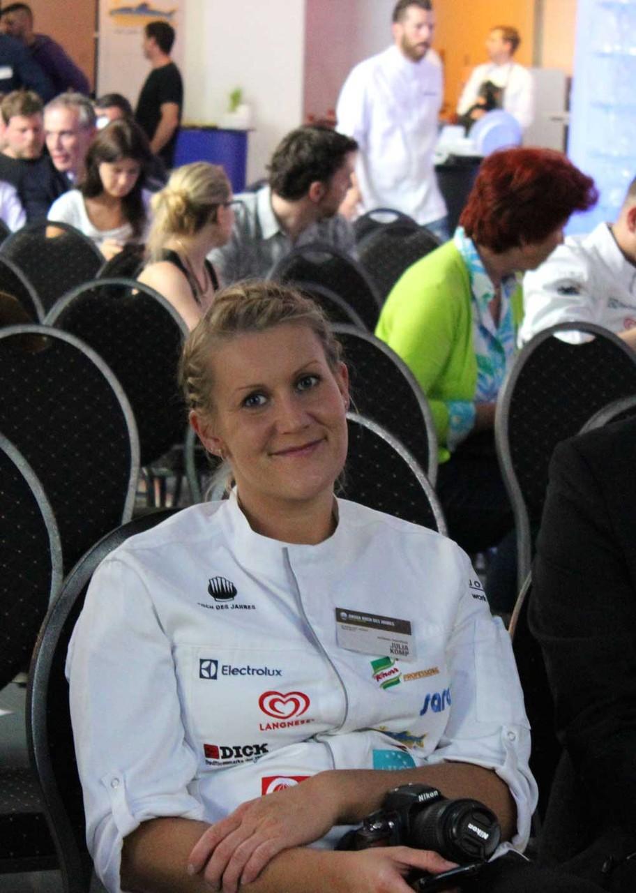 Julia Komp – Assistentin von Simon Stirnal – ohne sie gäbe es auch kein Gewinnermenü, dessen sind sich Simon und Julia bewußt ©TheCulinarian BEW