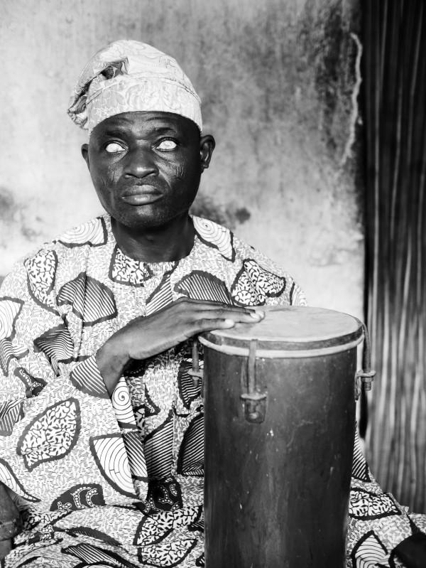 Percussionniste de l'orchestre traditionnel béninois (Porto Novo, Bénin)