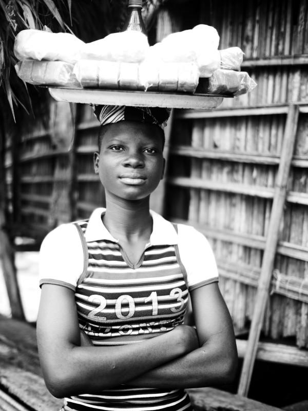 Vendeuse de rue (Aguegue, Bénin)