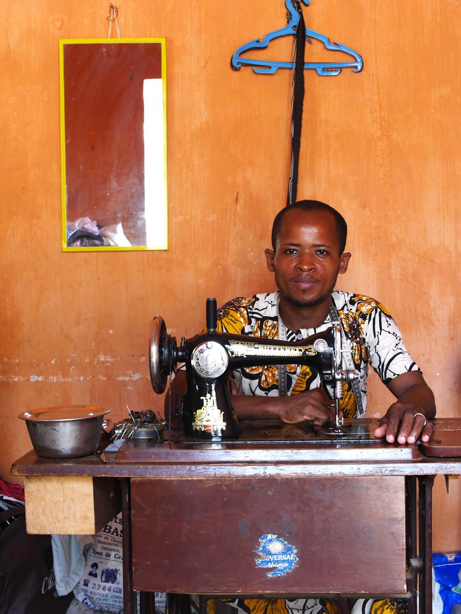 Couturier de rue (Porto Novo, Bénin)