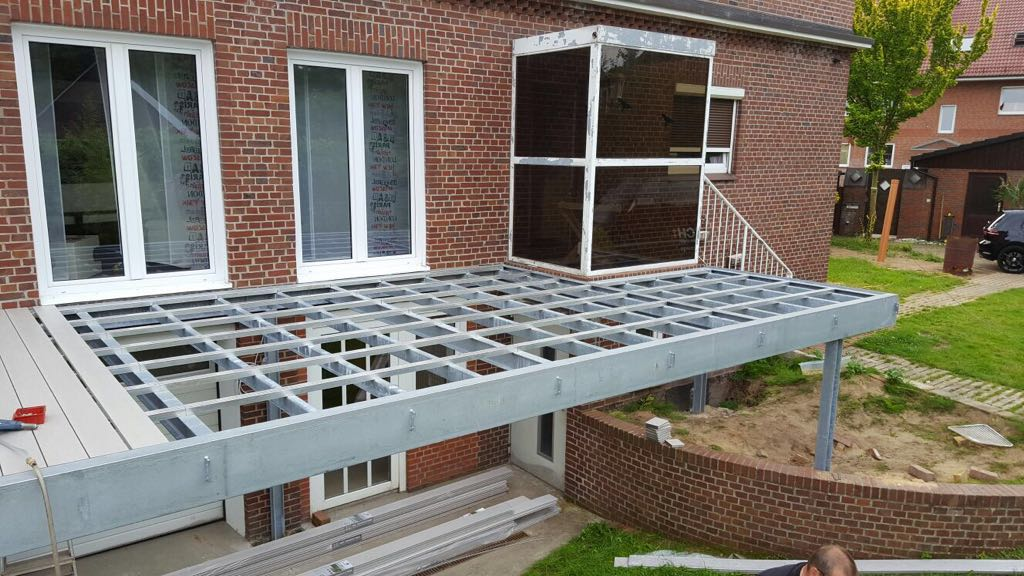 Stahlkonstruktion für Hochterrasse, 8,50m x 3,50m // August 2016