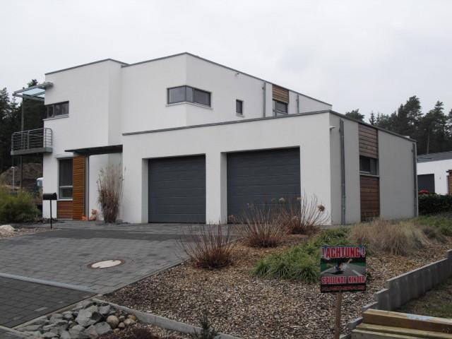 schlüsselfertiger Neubau mit Putz / Lärchenholz Kombifassade