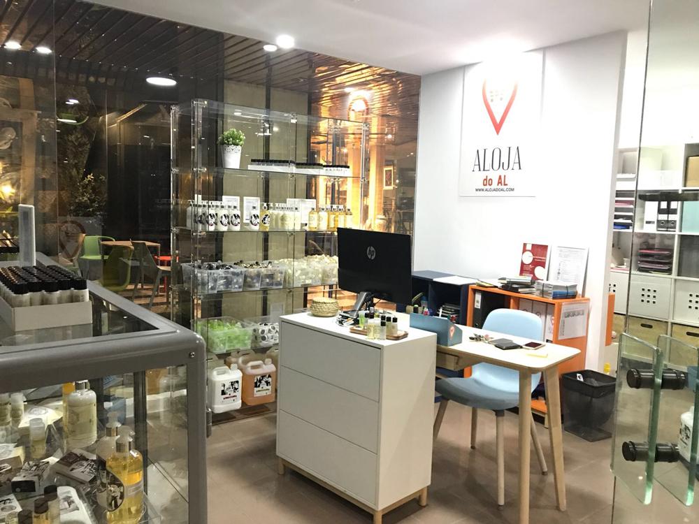 Visite-nos e venha conhecer os nossos produtos. Estamos abertos de  2ª a 6ª feira, das 11:00 às 18:00 - na Rua da Misericordia 14, loja 6