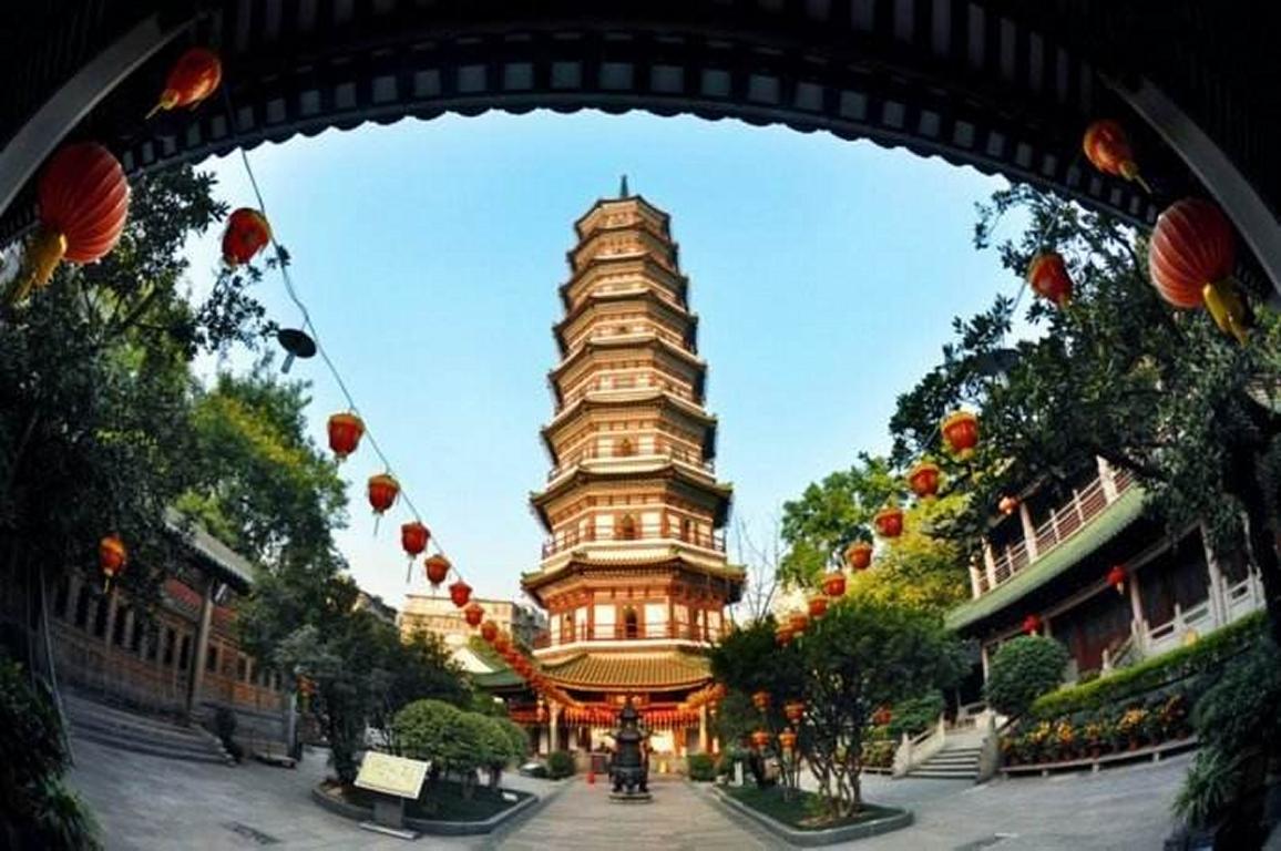 Six-Banyan-Tree (Liurong) Temple (20min)