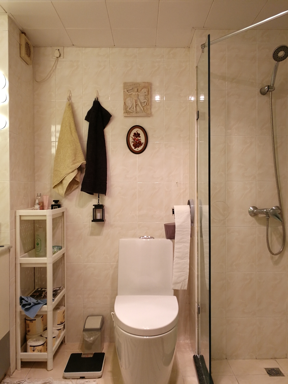 Small bathroom B with shower